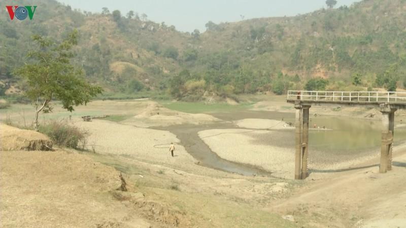Nhiều công trình thủy lợi hết nước, hàng nghìn ha cây trồng mất trắng