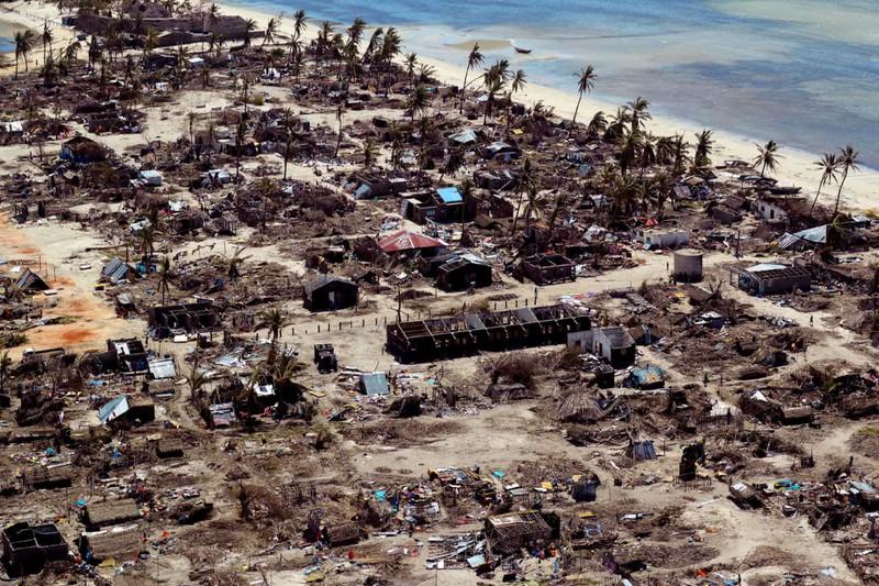 Những ngôi nhà trong làng Pemba, Mozambique bị cơn bão Kenneth tàn phá khi nhìn từ trên cao.